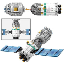 Load image into Gallery viewer, Lunar Lander Planet Spaceship Building Blocks Kids Toy 804 psc + 2 dolls