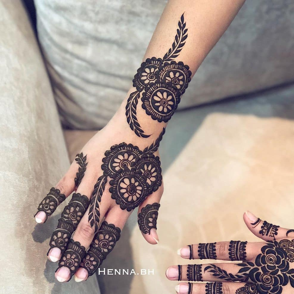 Back Hand Mehndi For Sister Of Groom