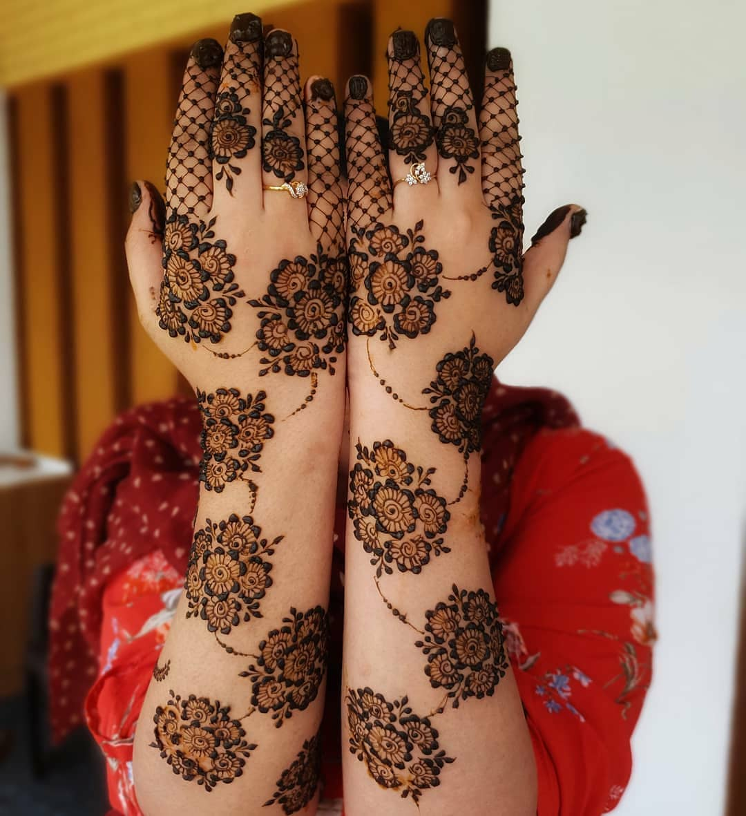 Simple Bharwa Mehndi Designs For Back Hands