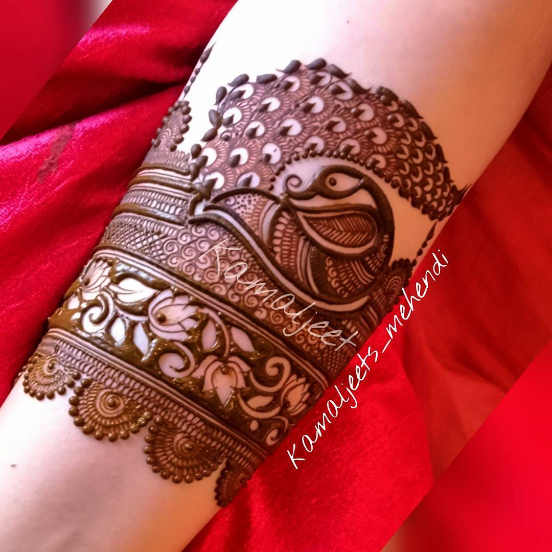 Simple Wrist Mehndi Designs
