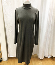 Load image into Gallery viewer, Grey Shift Dress (M) - HOB Boutique