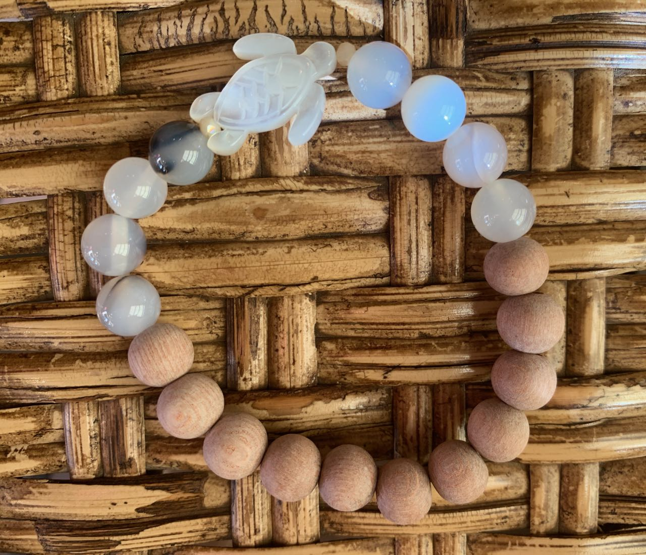 2Dy4: Flower Agate, Rosewood & Mother of Pearl Turtle Bracelet