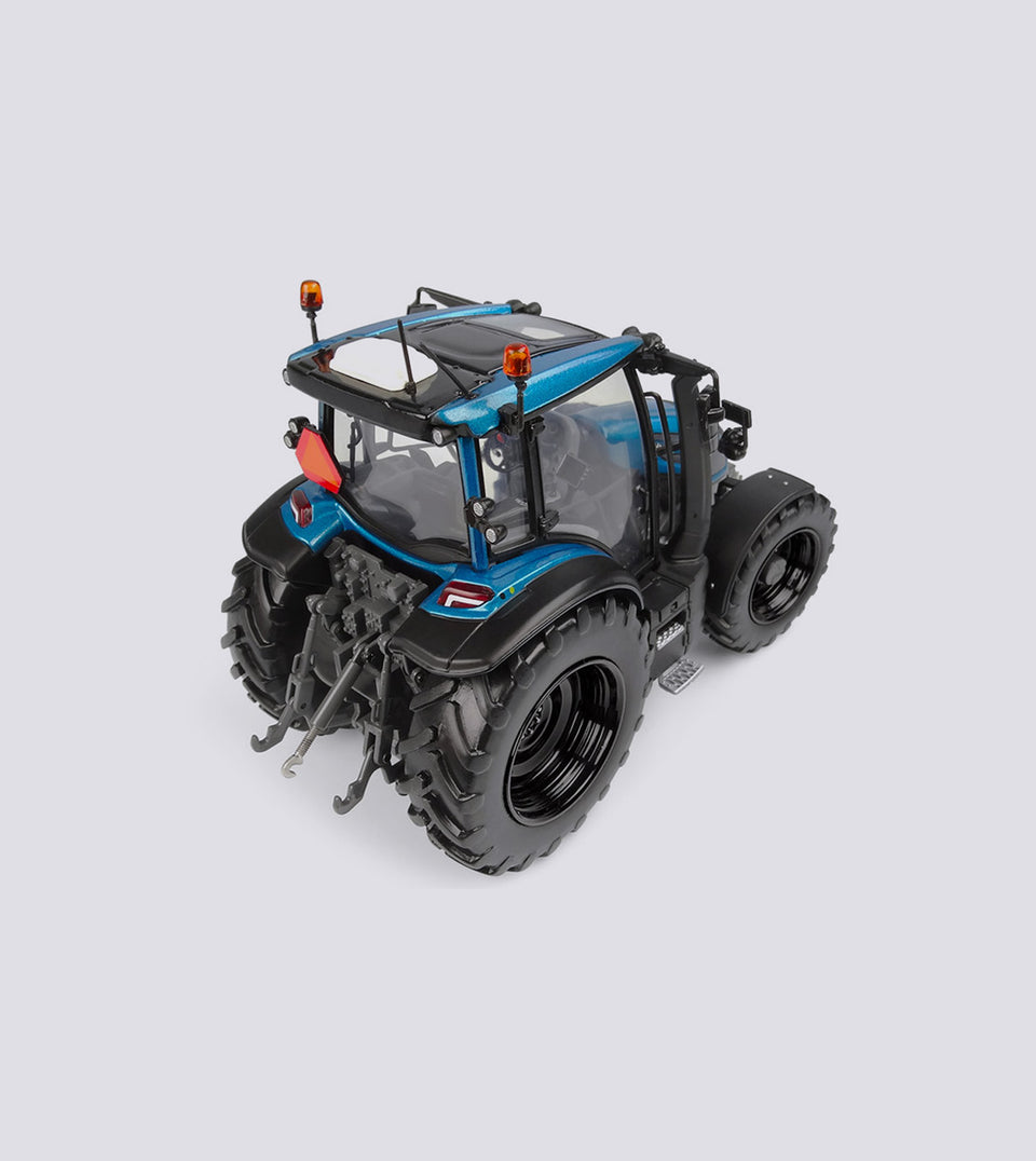 Valtra G 135 Blue Limited Edition - Universal Hobbies (1:32)