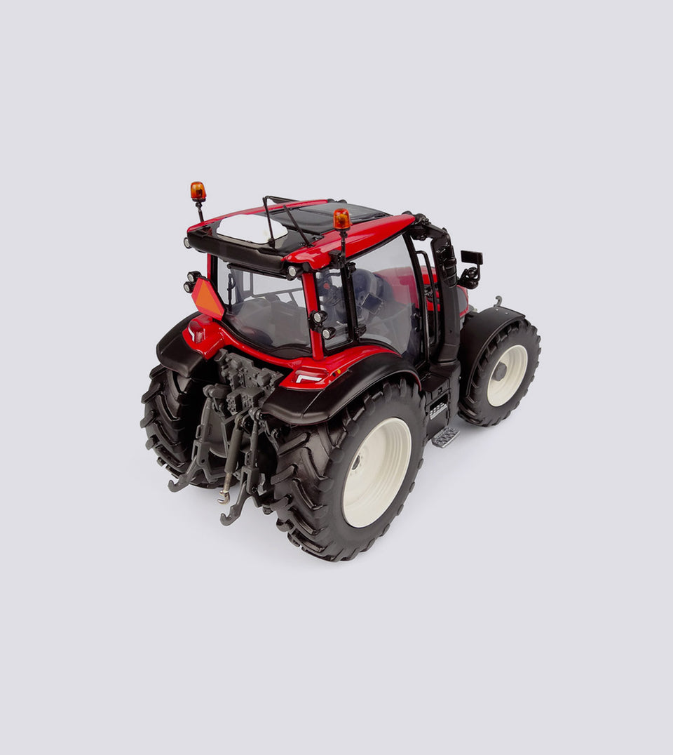Valtra G 135 Red Limited Edition - Universal Hobbies (1:32)