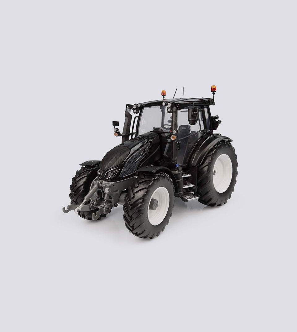 Valtra G 135 Black Limited Edition - Universal Hobbies (1:32)
