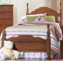 Load image into Gallery viewer,  Carolina Crossroads Panel Bed | Carolina Furniture Works, Inc.