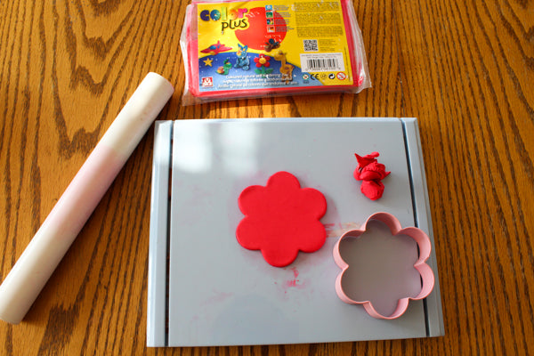Use a flower cookie cutter to cut a flower shape in the Color Plus Clay.