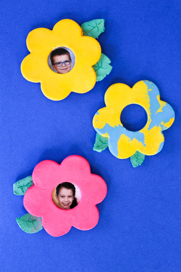 Make air dry clay flower frame magnets with kids for a special diy gift project!  This is a wonderful Mother's Day craft project or special memory project for preschool students!  Kids of all ages will have fun making these air dry clay magnets.
