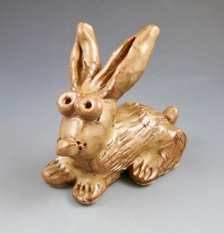 Download this free kiln fire clay lesson plan and get your students sculpting their own bunny rabbits!  It's a perfect kiln fire clay lesson plan for older elementary or middle school students.