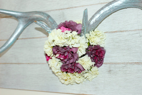 Used dried flowers to create beautiful antler art for your home!