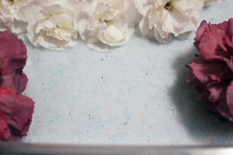 Flower Drying Art Silica Gel from <em>ACTÍVA</em> Products is the easiest way to dry flowers!