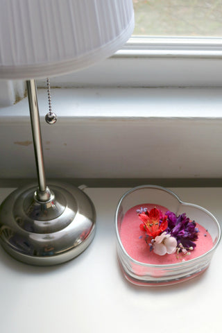 Create a beautiful piece of decor for your home with dried flowers and colored sand.  This dried flowers project is easy to make!