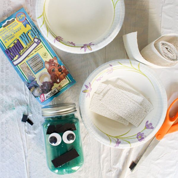 Create adorable mason jar mummies candleholders for Halloween!