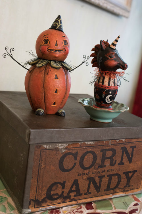 Johanna Parker creates whimsical Halloween sculptures with CelluClay.