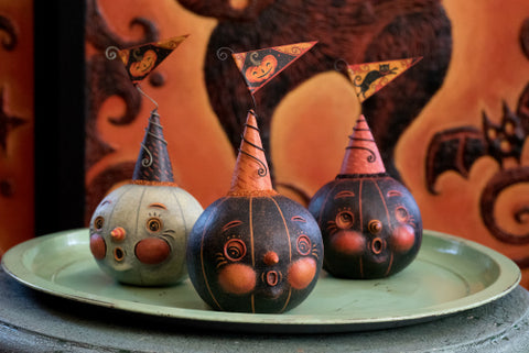 Artist Johanna Parker creates adorable sculptures for Halloween, Christmas, and Valentine's Day.