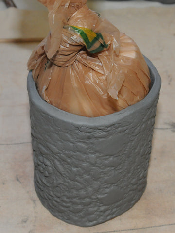 make an imprint in pottery