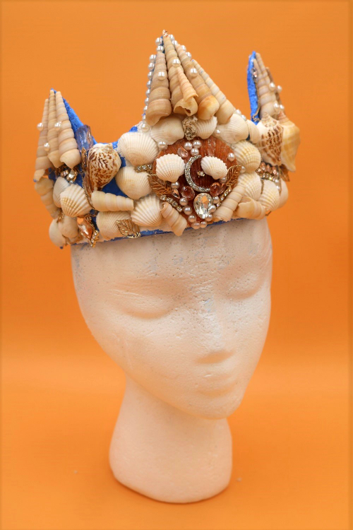 Learn how to make a real mermaid crown with seashells!  This is such a great under the sea craft!