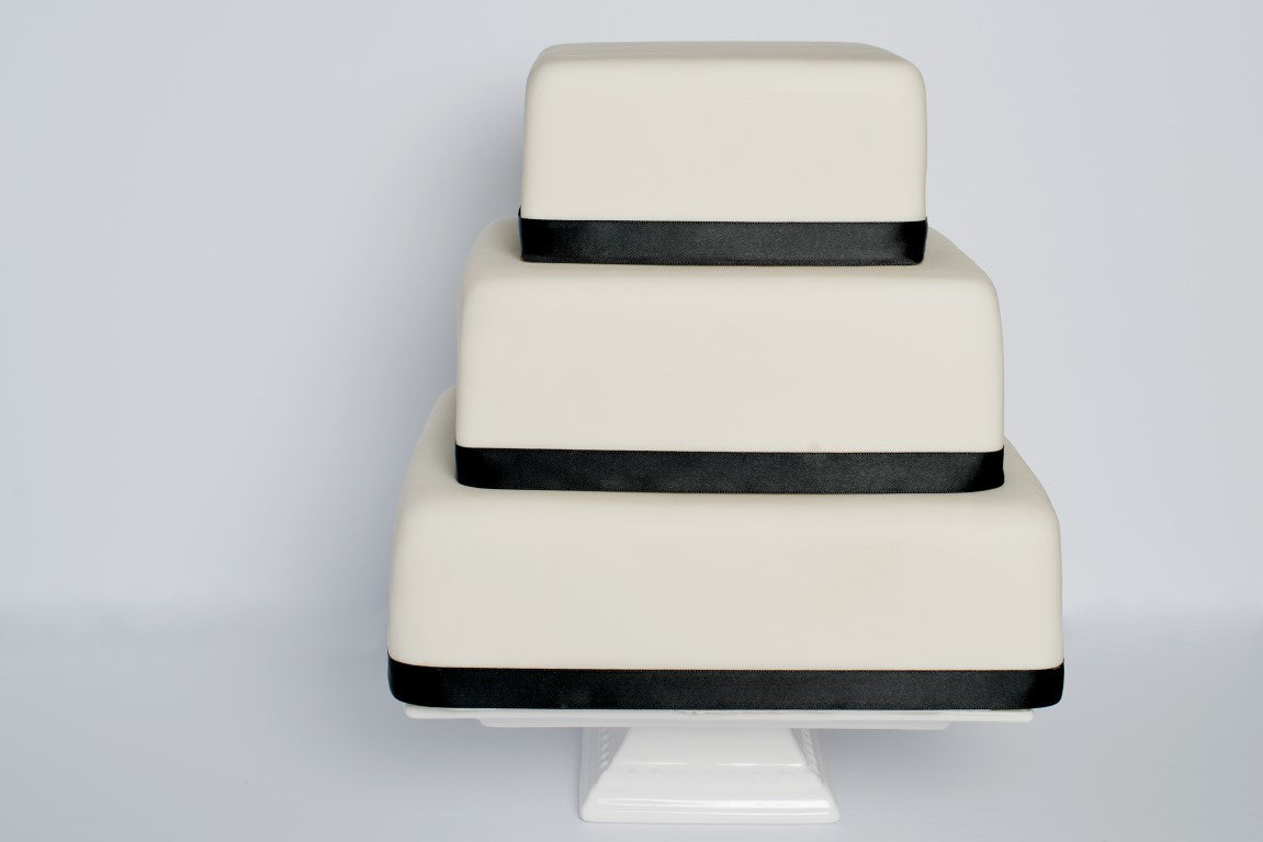 Elegan 3-tiered Square Wedding Cake