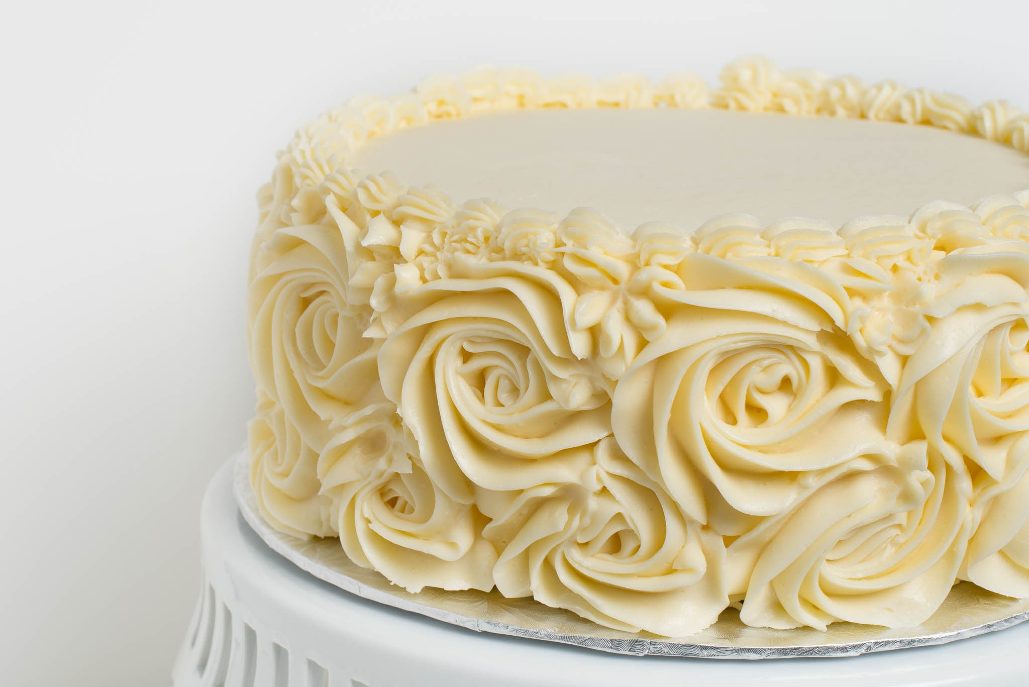 Vanilla Cake with Large Rosettes