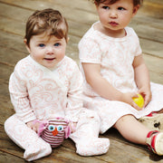 two babies wearing shmuncki baby clothes 0-6 months and 6-12 months