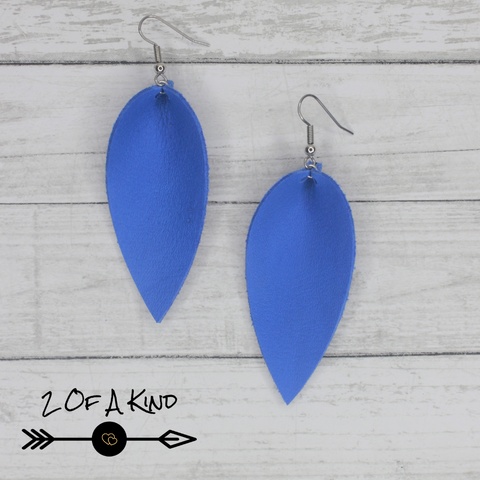 blue pinched leaf leather earrings