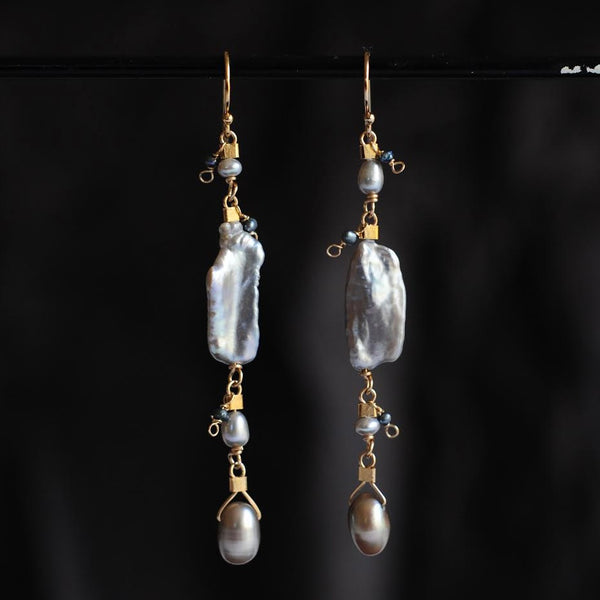 Drop Earrings in Silver Biwa Pearl