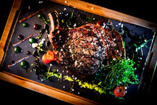 Laden Sie das Bild in den Galerie-Viewer, Dry Aged Tomahawk (ab 1000g)