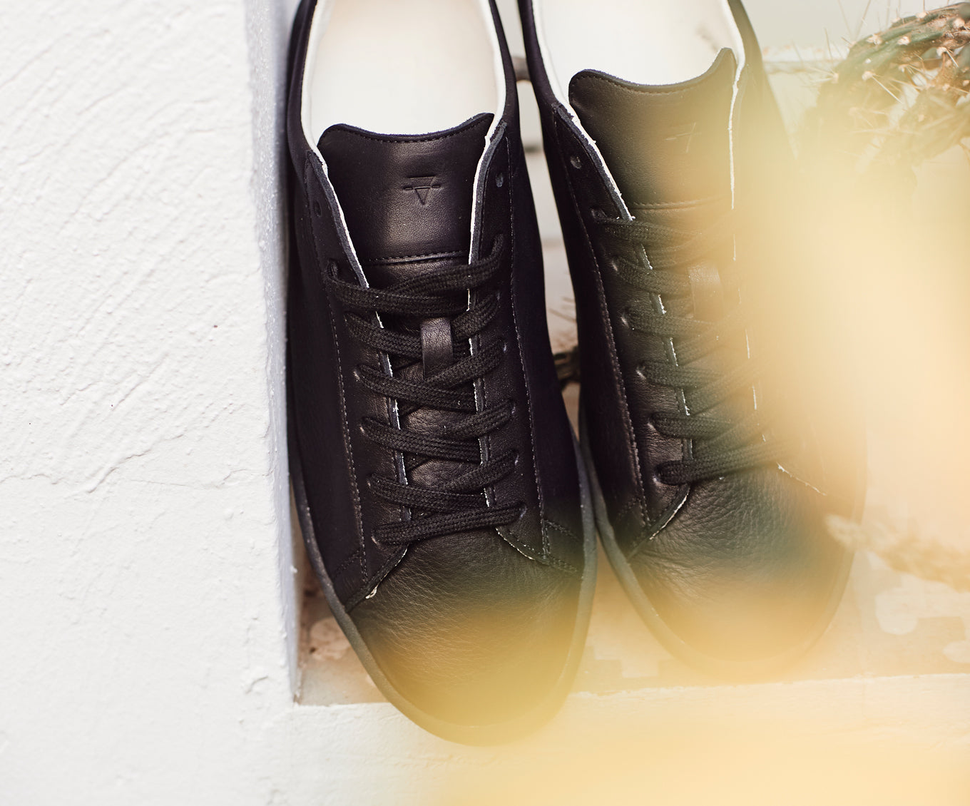 1970 compostable sustainable sneakers natural gum sole in black WAES plastic-free sneakers shoot 2020