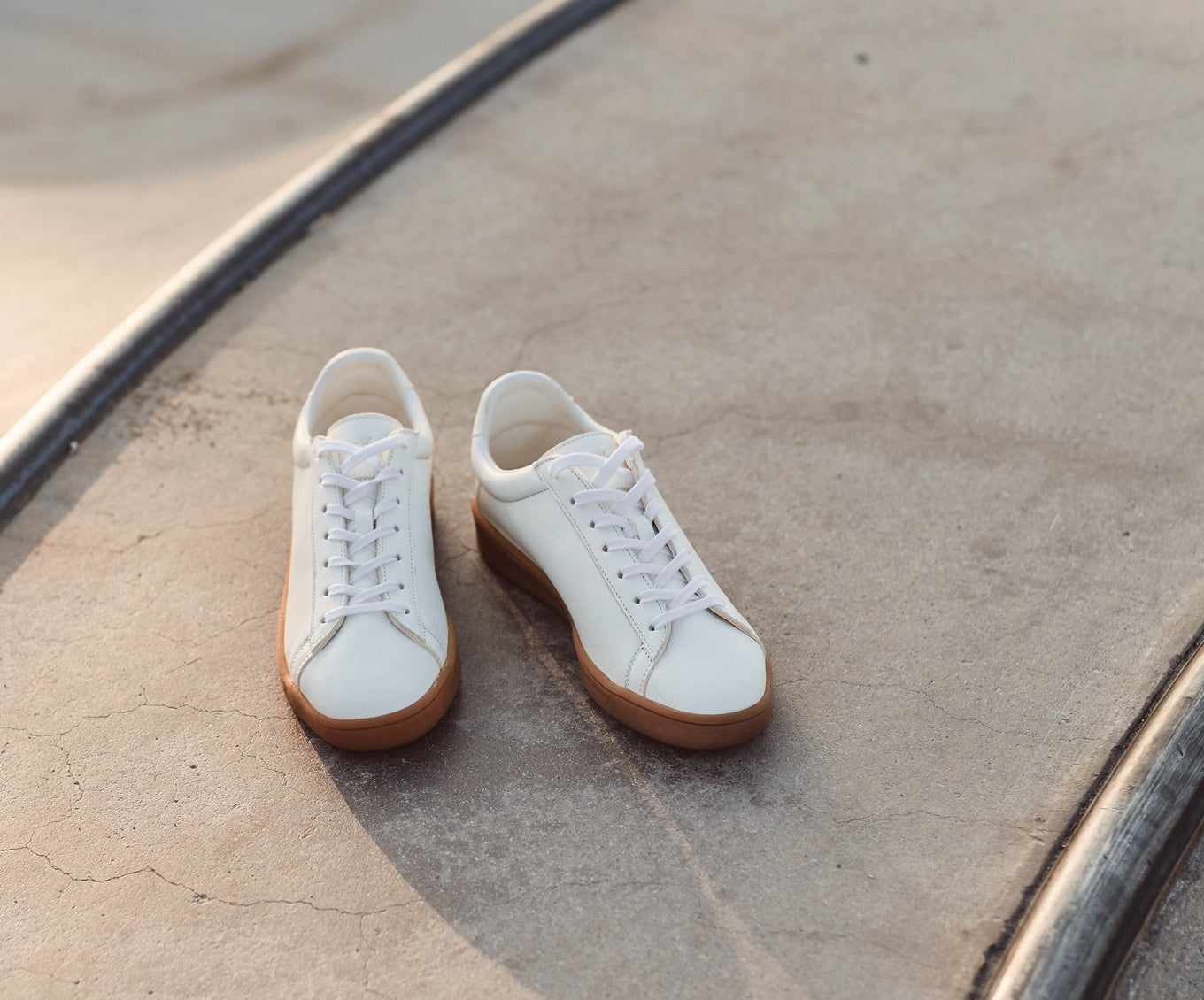 1970 compostable sustainable sneakers natural gum sole in white WAES plastic-free sneakers shoot 2020