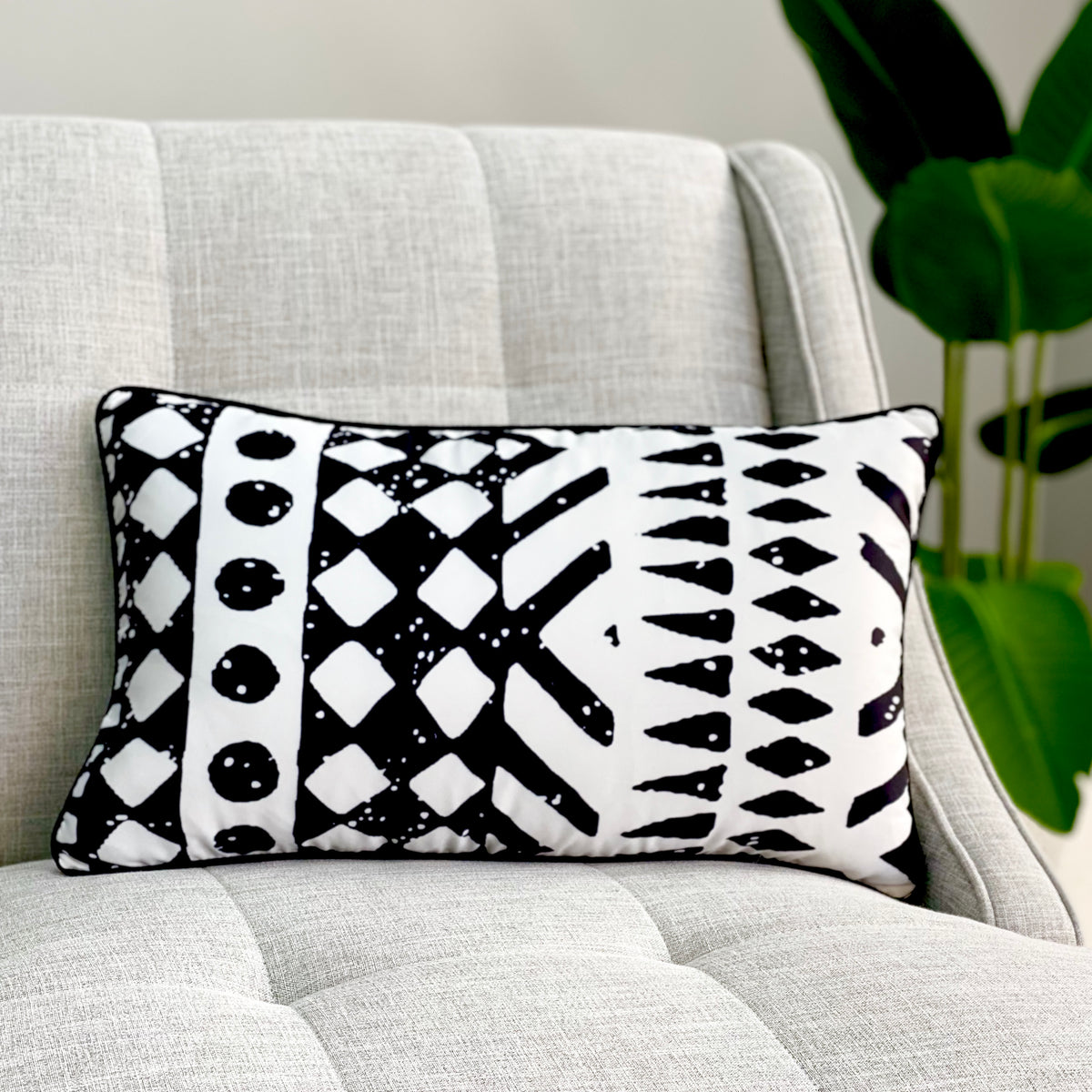 Black and White Stone Long Pillow