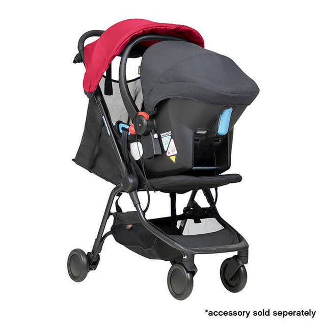 mountain buggy nano  travel buggy de couleur rouge rubis avec protection de la capsule bébé attachment_ruby