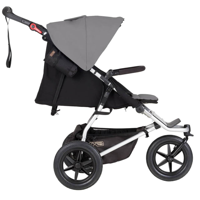 Mountain Buggy cochecito todoterreno urban jungle con asiento plano vista lateral mostrada en color silver_silver