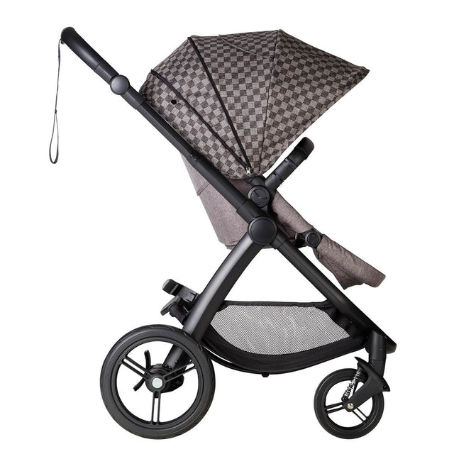 Mountain buggy cosmopolitan luxury 4 wheel modular buggy with extended sunhood in colour geo_geo