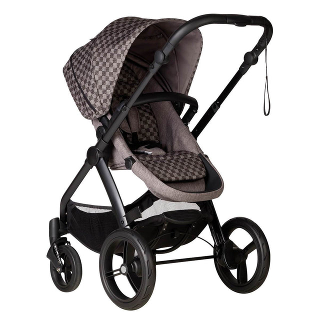 Mountain buggy cosmopolitan luxury 4 wheel modular buggy in parent facing seat mode in colour geo_geo