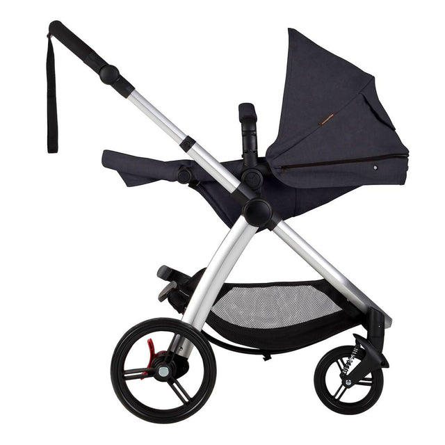 Mountain Buggy cosmopolitan 4 wheel modular buggy in parent facing seat in lie flat mode in colour ink_ink