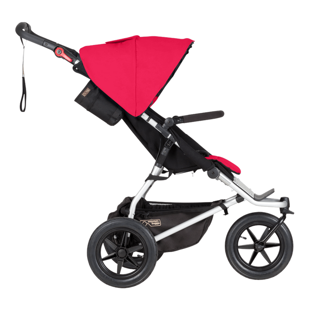 Mountain Buggy vista lateral del cochecito todoterreno urban jungle mostrada en color berry_berry