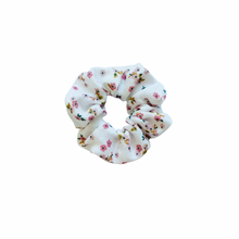 Load image into Gallery viewer, FLORAL LINEN SCRUNCHIE