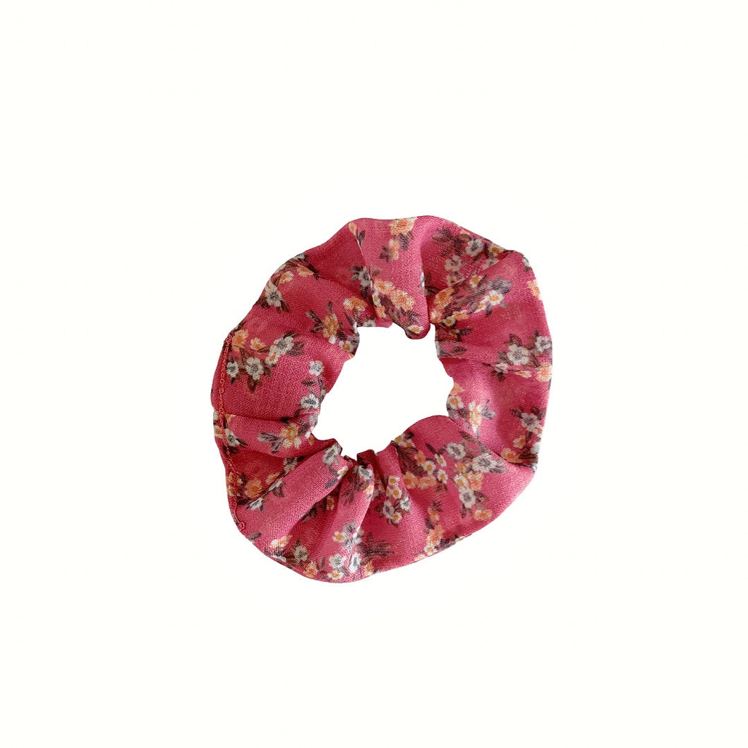 ROSY RED FLORAL LINEN SCRUNCHIE