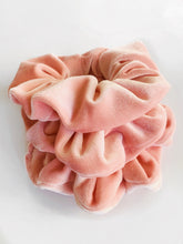 Load image into Gallery viewer, PINK VELVET SCRUNCHIE