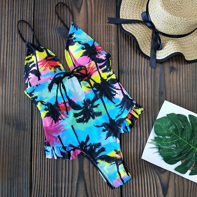 Fashion swimsuit with unique style👙