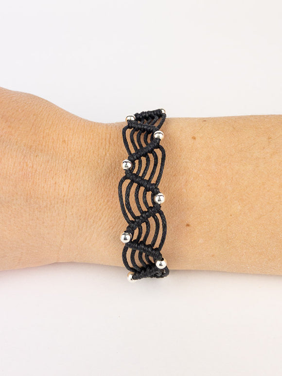 5 Macramé bracelets with 6 strands