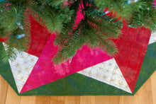 Load image into Gallery viewer, Spinning Star Tree Skirt