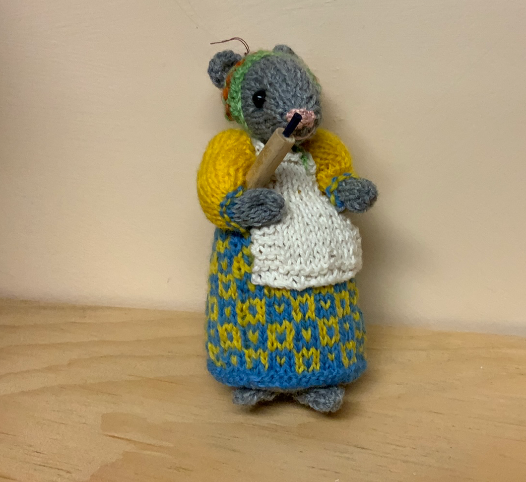 Yellow & blue mouse with rolling pin, 5""