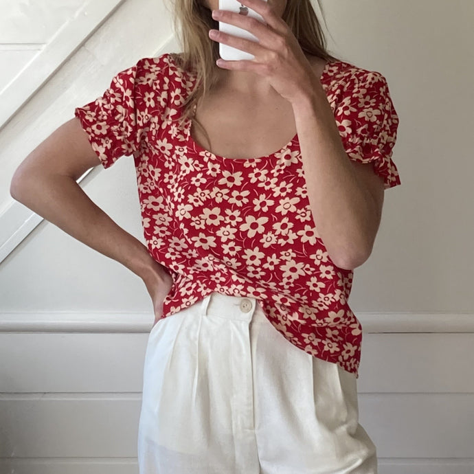 Larisa Top in Daisy Red
