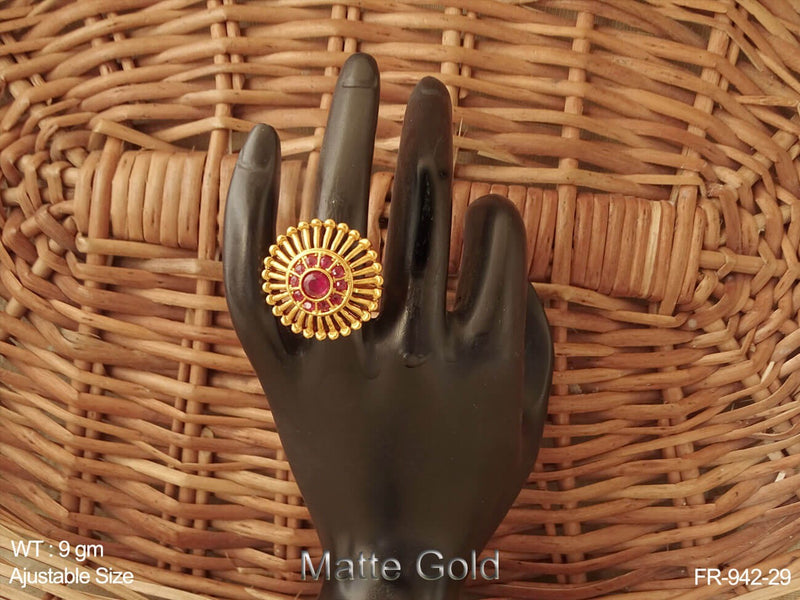 Sun design ruby green matta gold antique finger ring