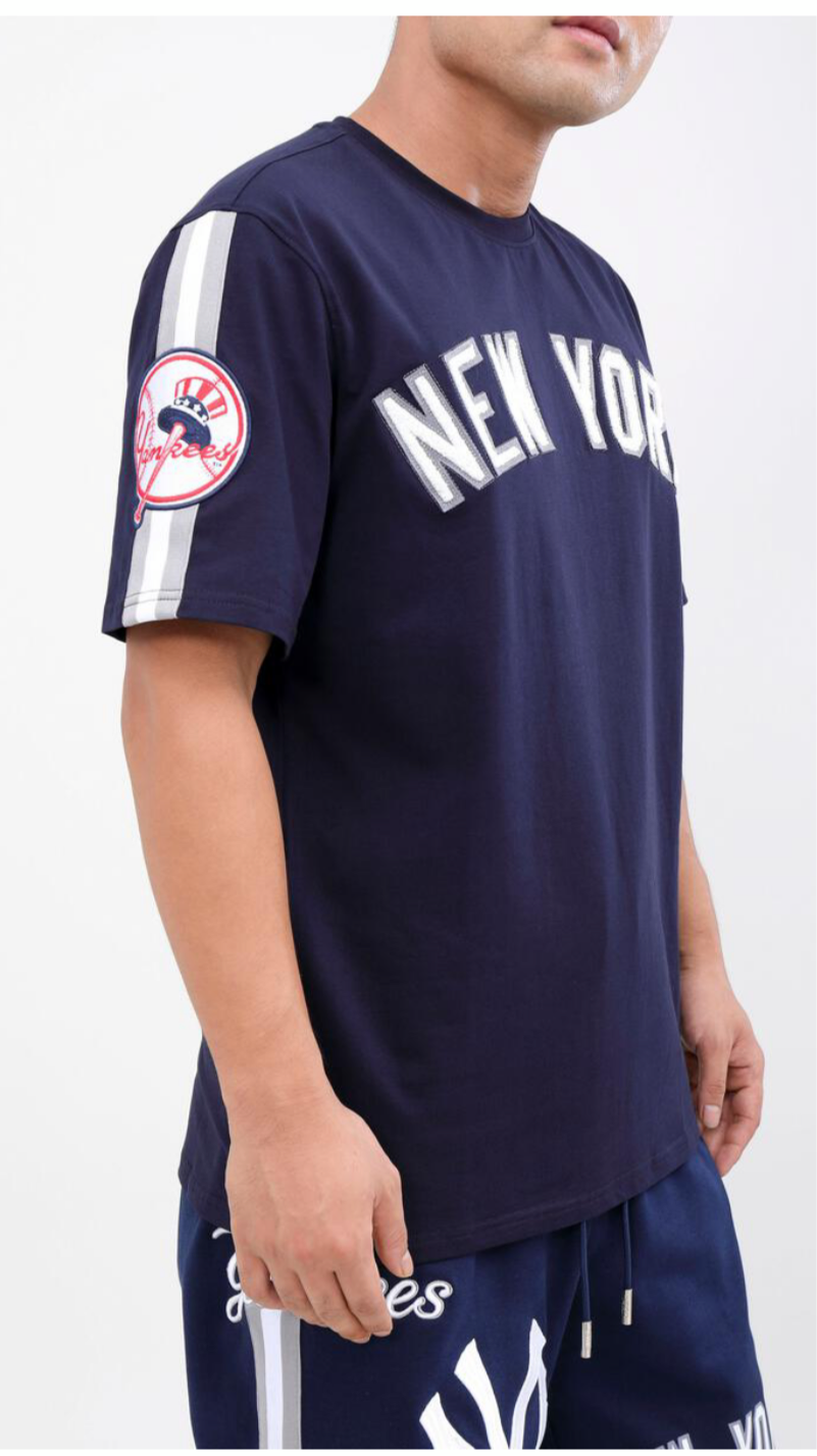 Men's Pro Standard New York Yankees 2 Piece Short Set