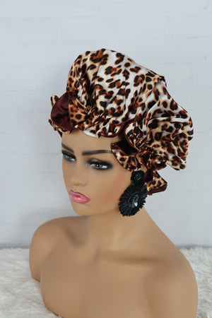 Load image into Gallery viewer, Leopard Reversible Satin Hair Bonnet - Chrestelle