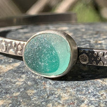 Load image into Gallery viewer, Green Eye Mini Cuff