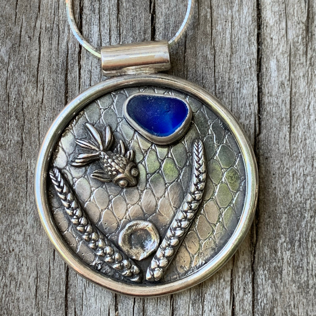 Swimming fish Pendant