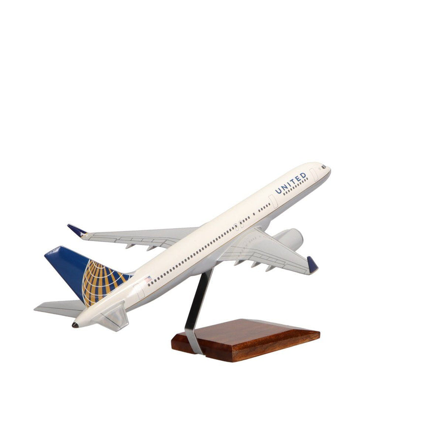 Aircraft Models - Boeing 757-200 United Airlines (Current Livery) Limited Edition Large Mahogany Model